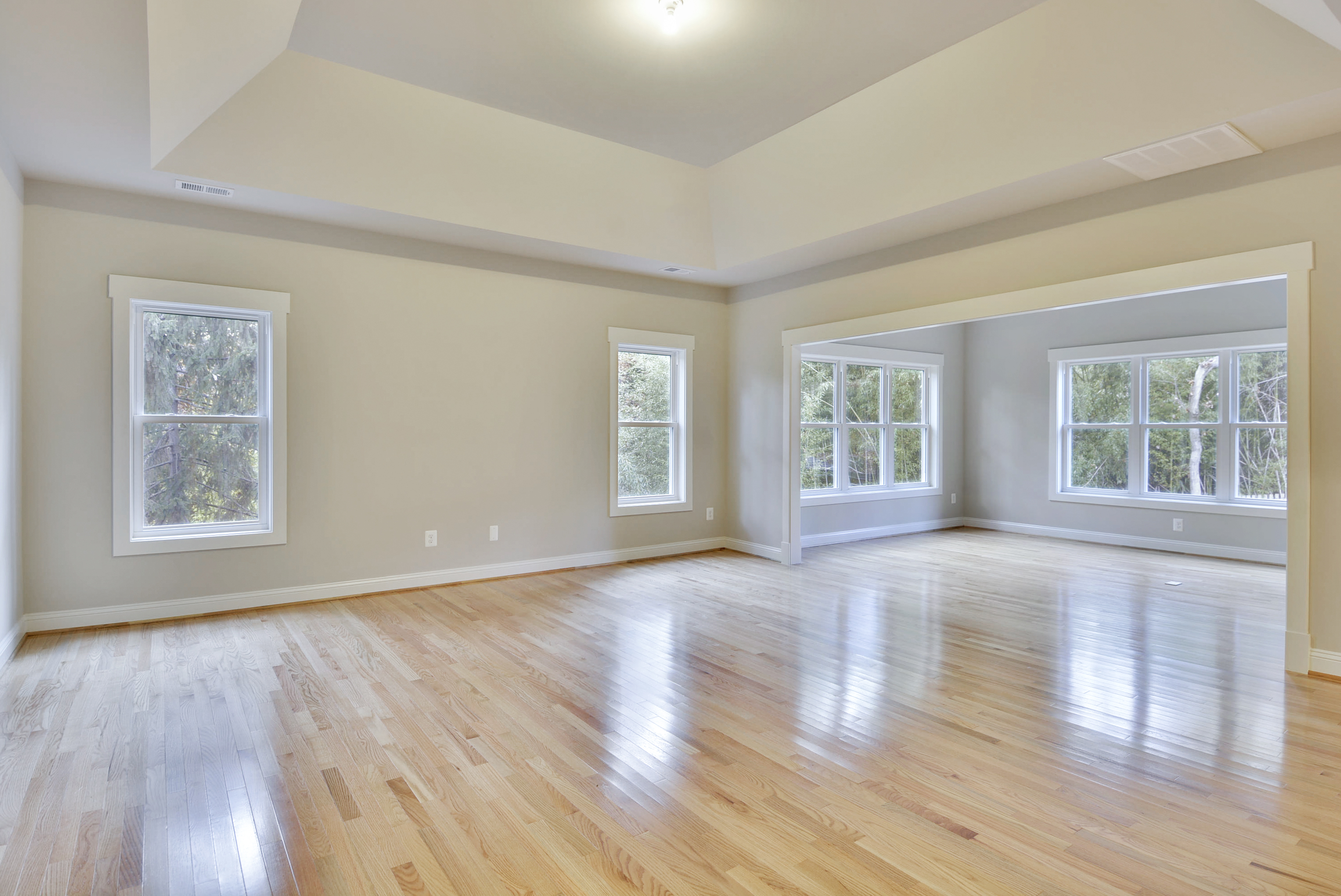 Light medium or dark how to pick a wood floor ndi for Pictures of bedrooms with hardwood floors