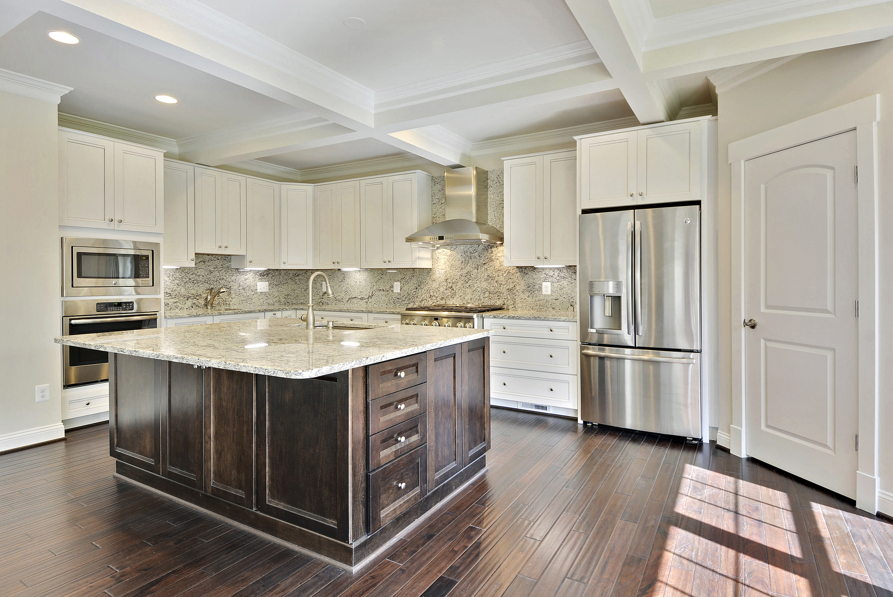 Have Fun With Your Kitchen How To Choose A Different Color Island Ndi