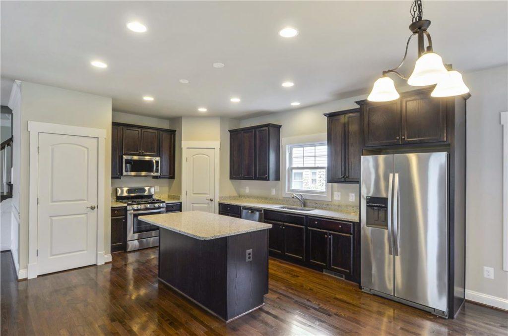 Main Level-Kitchen-_DSC6437