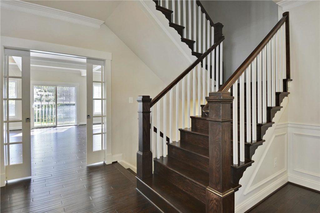 main-level-stairs-_dsc9036