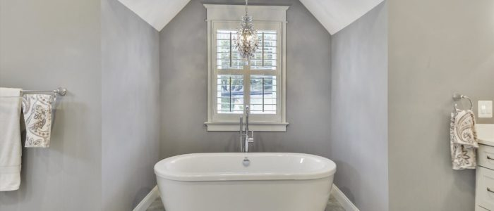 Design Debate: Showers vs. Tubs