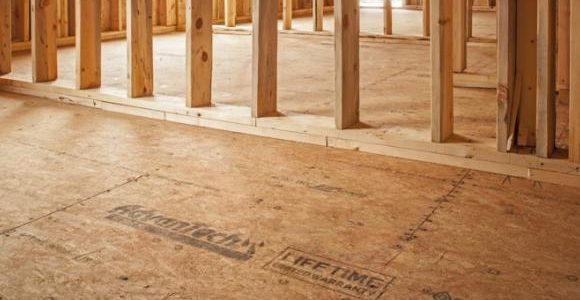 Home Building FAQ: Will The Rain Ruin My Home's Lumber Material?